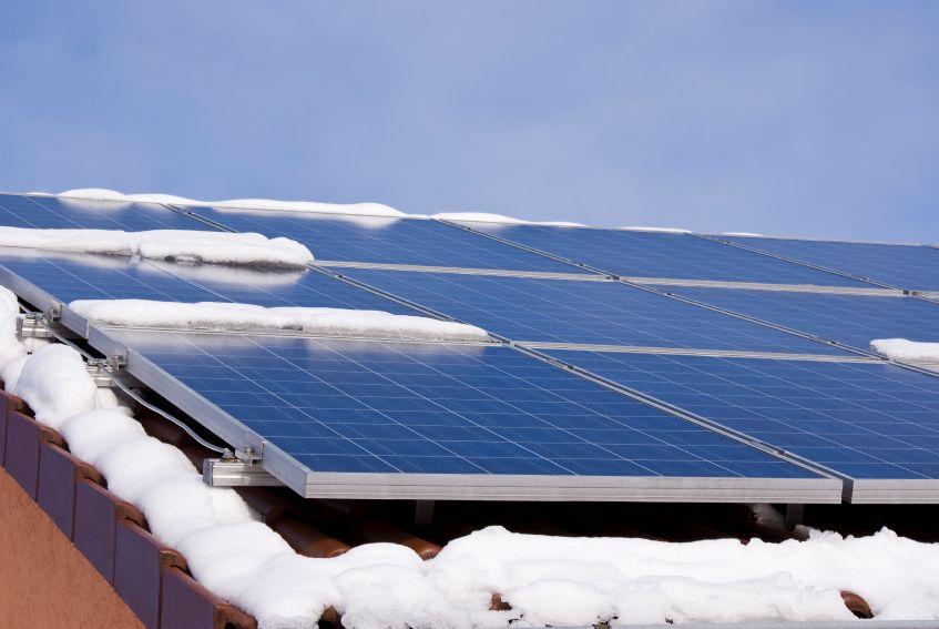Panneaux photovoltaïques recouverts de neige Energreen