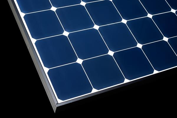 Panneau solaire photovoltaïque Sunpower détail vue rapprochée