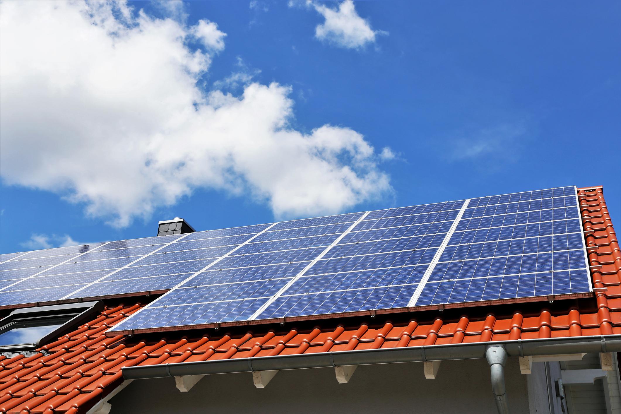 Combinaison batterie domestique de stockage et panneaux photovoltaïques Energreen