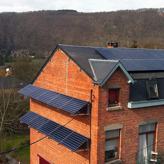 Fotovoltaïsche panelen installatie op de gevel Energreen