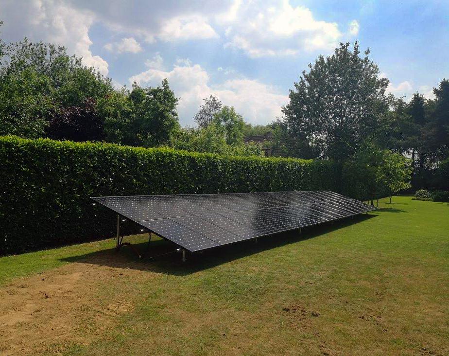Installation panneaux photovoltaïques Sunpower au sol Energreen