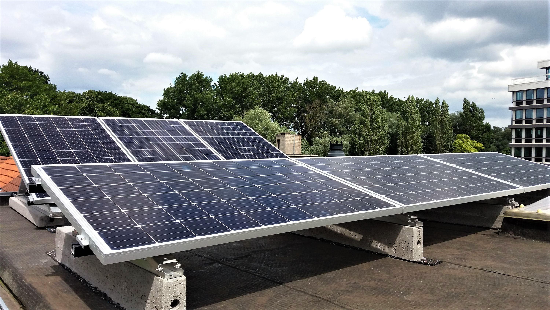 Installation panneaux photovoltaïques toit plat IBC Solar Energreen