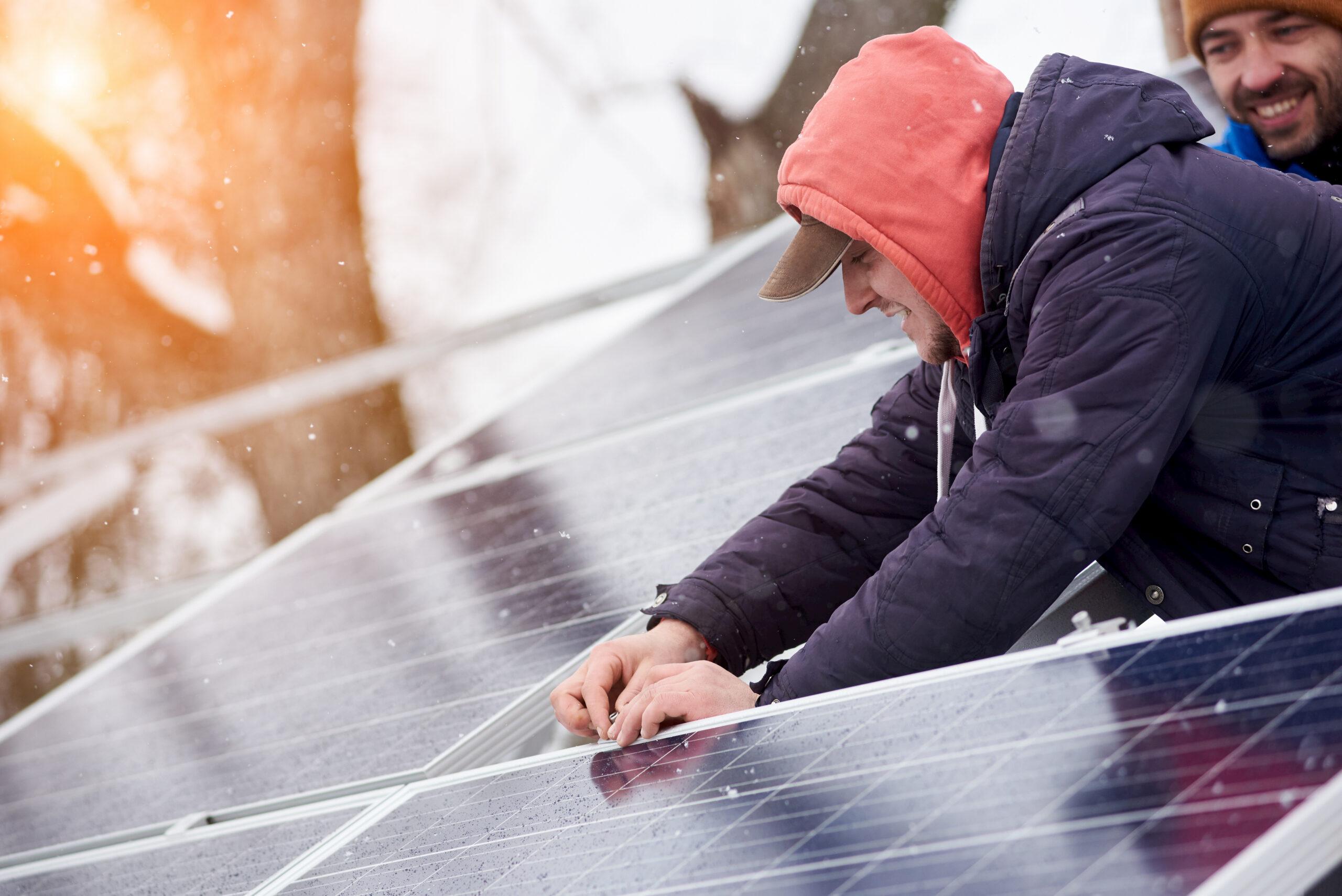Installer des panneaux photovoltaïques en hiver avec Energreen