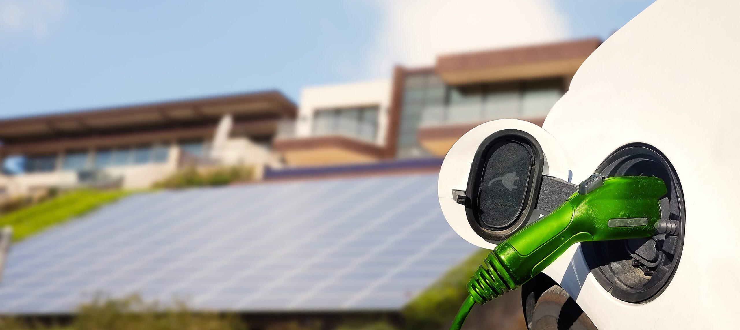 Rechargement d'une voiture électrique avec des panneaux solaires | Energreen