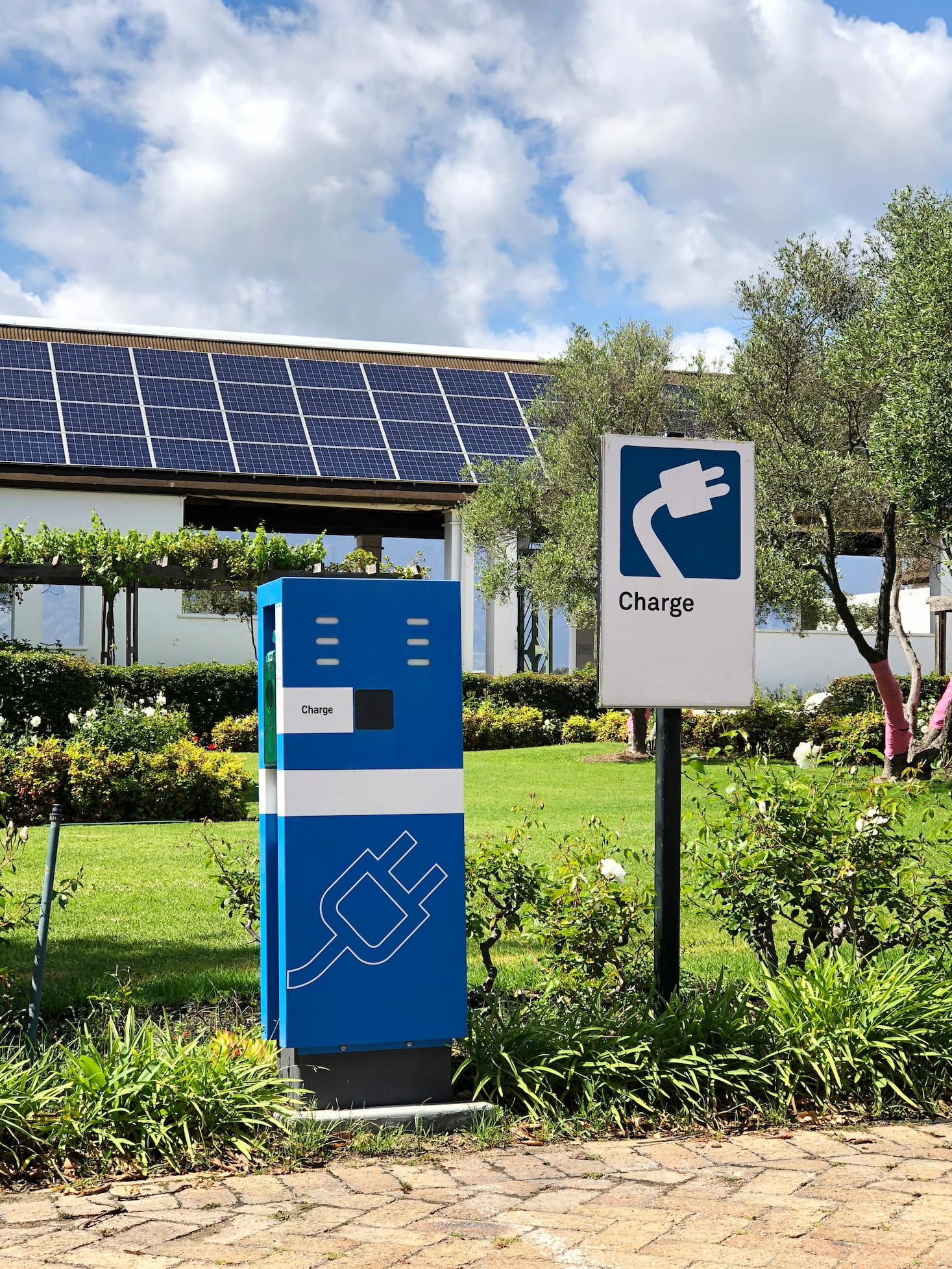 Station de recharge électrique pour voitures avec énergie solaire et panneaux solaires | Energreen