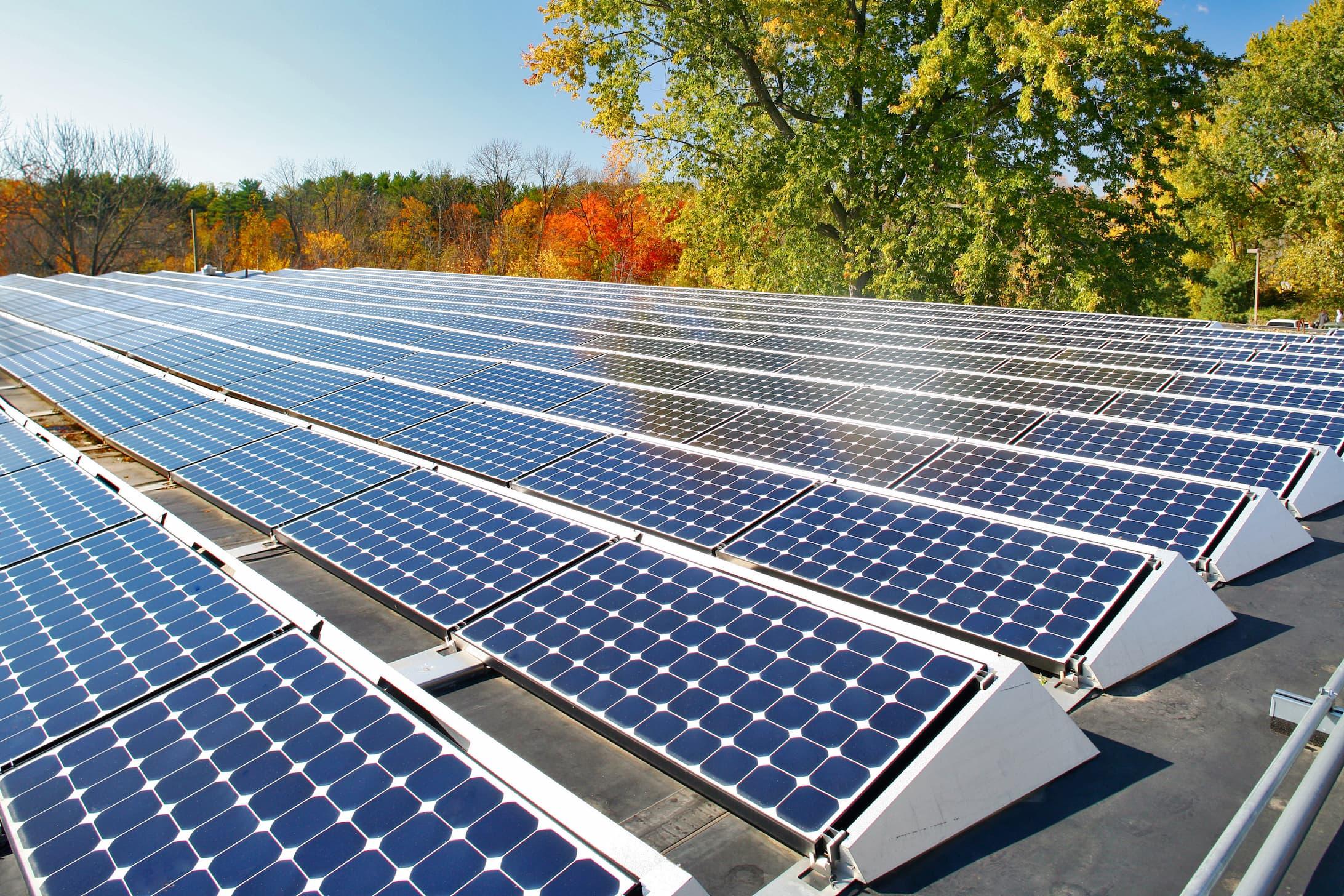 Installation de panneaux solaires sur toit plat | Energreen