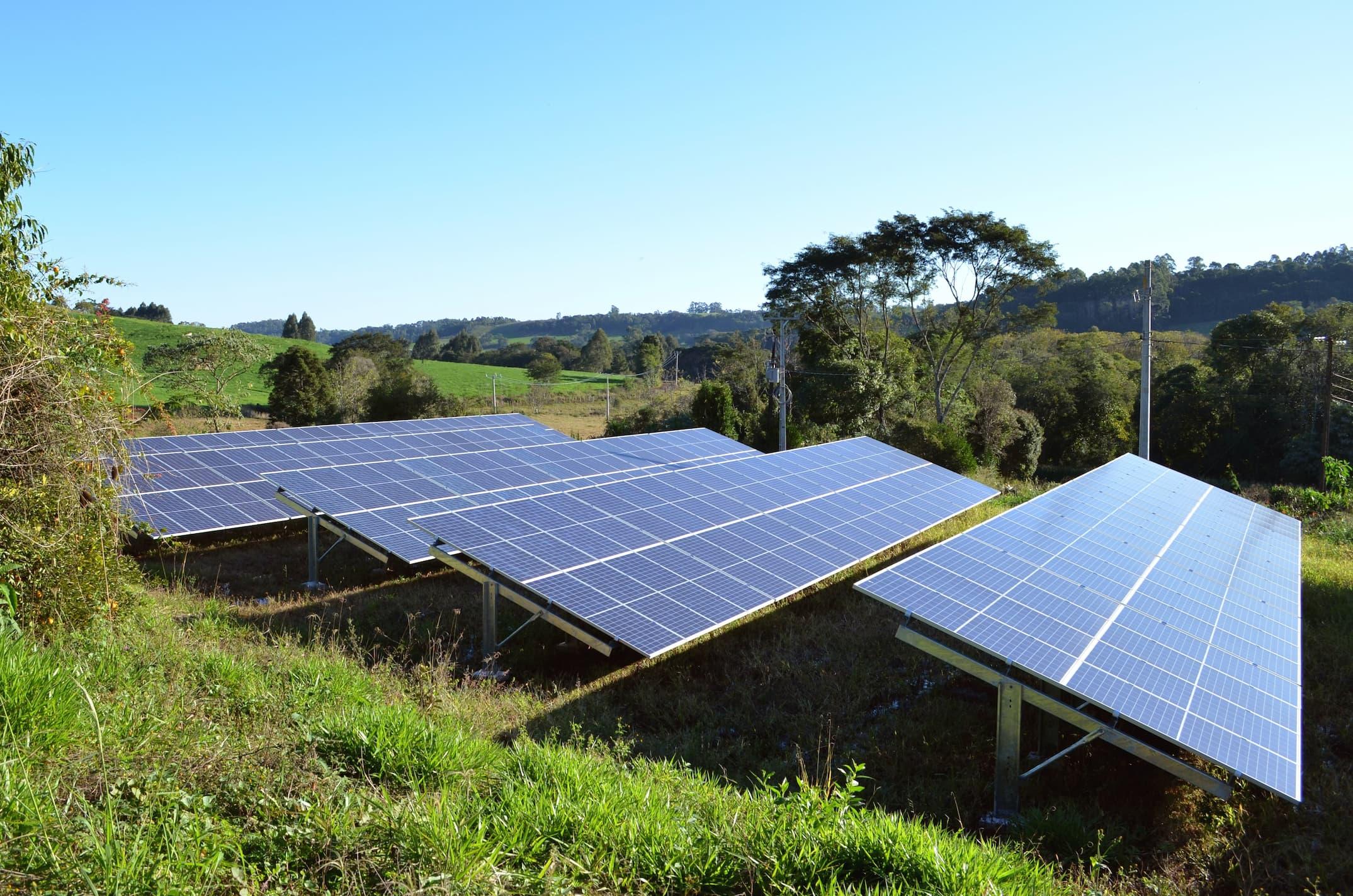 Installation de panneaux solaires photovoltaïques au sol | Energreen